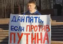 Пермь: волонтера Шабарчина увезли в военкомат после акции с чучелом Путина