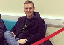 Навальному разрешили выезжать за границу