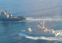 У Керченского пролива судно погранслужбы ФСБ протаранило украинский военный корабль