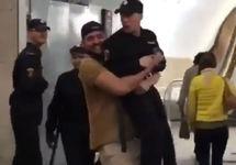Москвич Малеков оштрафован за шутку с росгвардейцем в метро