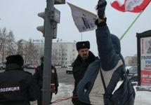 Архангельск: приковавшего себя к светофору другогоросса Шептухина оштрафовали на 200 тысяч рублей