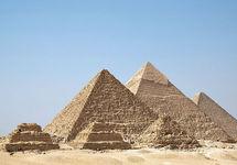 В Египте у пирамид в Гизе подорвали автобус с туристами
