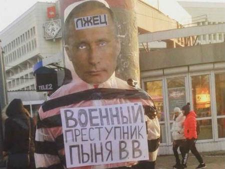 В Перми на троих активистов заведено дело о хулиганстве за акцию с чучелом Путина