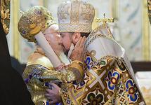 Вселенский патриарх вручил митрополиту Епифанию томос об автокефалии ПЦУ