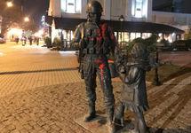 В Симферополе облили краской памятник