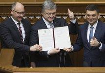 Порошенко подписал изменения в Конституцию о курсе на вступление в НАТО и ЕС