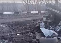 В Донбассе микроавтобус подорвался на мине около КПП боевиков: двое погибших
