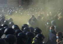 В  Киеве на антикоррупционной акции произошли столкновения с полицией