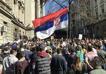 В Белграде протестующие прорвали полицейское оцепление у президентского дворца