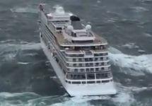 У берегов Норвегии продолжается эвакуация пассажиров с круизного лайнера Viking Sky