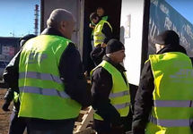 Петербург: дальнобойщики устроили акцию протеста в желтых жилетах