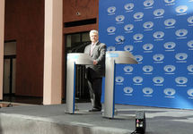 Порошенко: Жду Зеленского на дебаты в любой из оставшихся дней