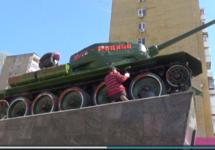 В Саратове местный житель задержан за покраску танка Т-34 красной краской