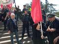"""С красными флагами в парк Ваке не пускают - советские символы в Грузии запрещены. Фото Дмитрия Борко для """"Граней"""""""