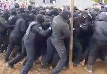 На станции Шиес произошло столкновение между экоактивистами и ОМОНом