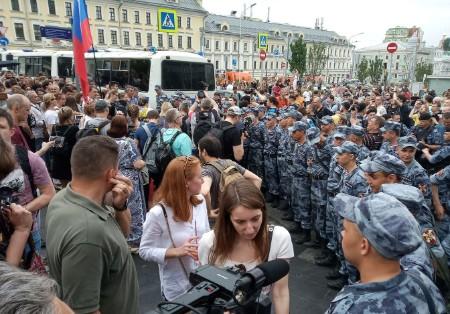 В центре Москвы задержаны более 200 участников протестного шествия